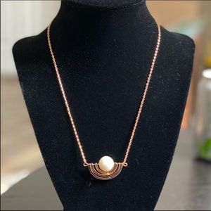 NWOT Tory Burch Pearl Gold Short Necklace